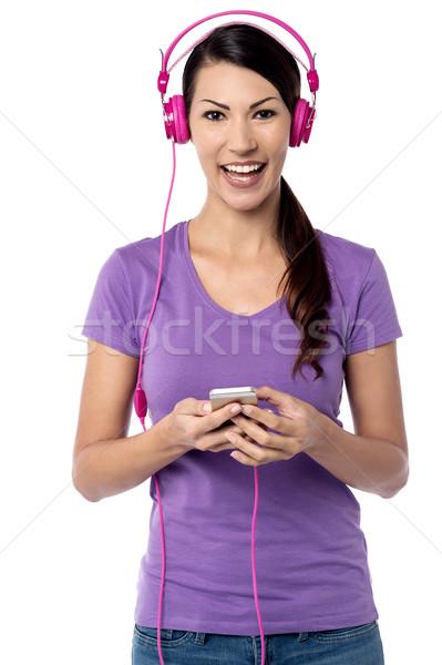 Luisteren mijn favoriet lied vrolijk vrouw Stockfoto © stockyimages