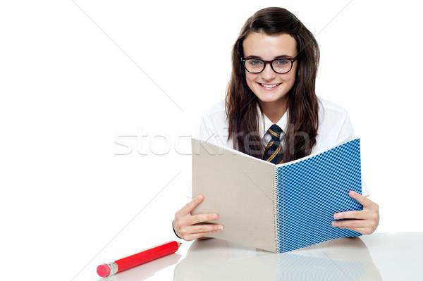 Intelligent student test lezen merkt vrouw Stockfoto © stockyimages