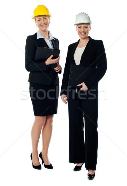 Twee charismatische vrouwelijke naar camera Stockfoto © stockyimages