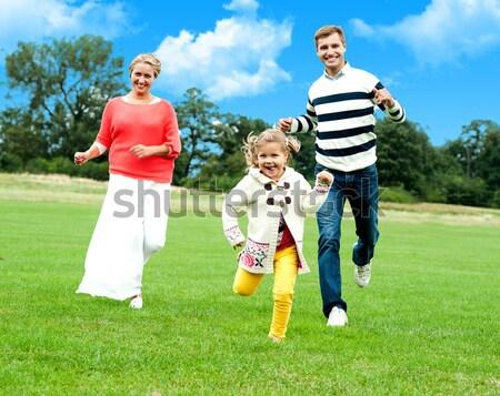 Zsákmány engem konzerv aktív fiatal szülők Stock fotó © stockyimages