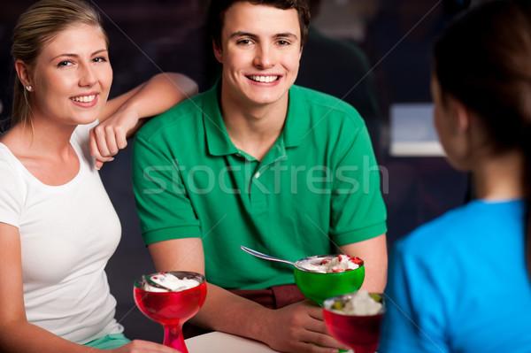 Glücklich Freunde genießen verlockend Dessert drei Stock foto © stockyimages