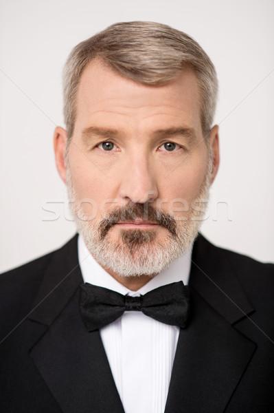 érett férfi pózol kamerába portré idős üzletember Stock fotó © stockyimages