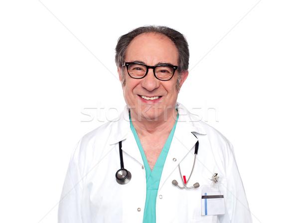 Ervaren arts stethoscoop rond nek Stockfoto © stockyimages