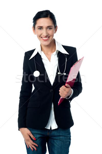 Jóvenes dama médico portapapeles estetoscopio Foto stock © stockyimages