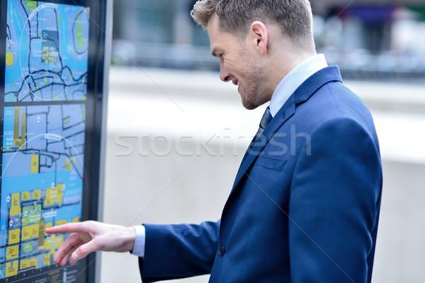 бизнесмен автобус расписание автобусная остановка чтение бизнеса Сток-фото © stockyimages