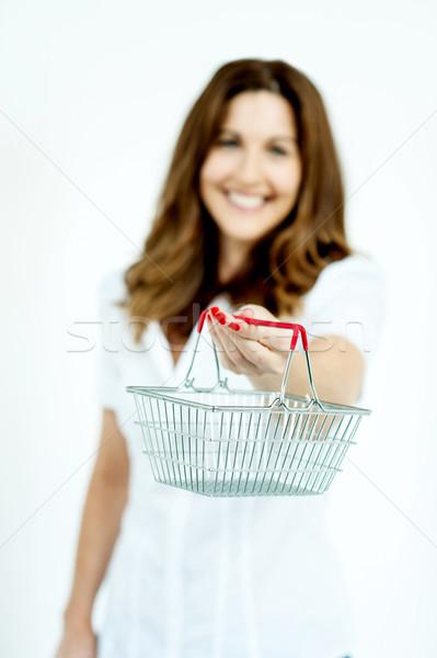 Alışveriş kadın alışveriş sepeti odak araba Stok fotoğraf © stockyimages