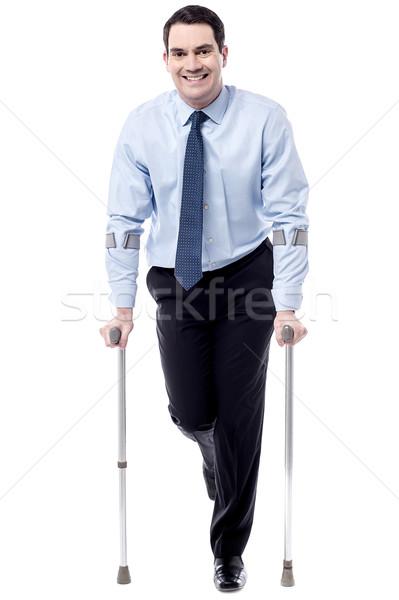 Muletas ayudar me caminata ejecutivo hombre Foto stock © stockyimages