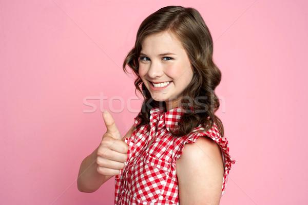 Сток-фото: красивой · улыбаясь · девушки · вызывать · жест · улыбка
