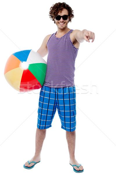 Derűs fickó strandlabda mutat nyugodt fiatalember Stock fotó © stockyimages