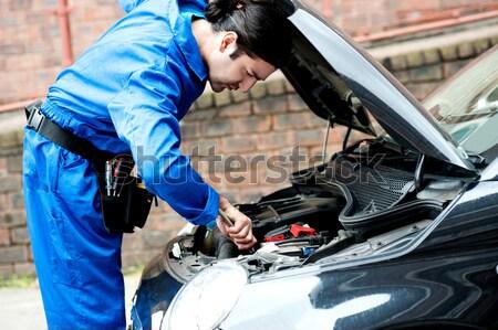 Monteur auto motor geschoold auto Stockfoto © stockyimages