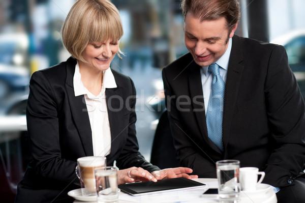 Iş kahve iş adamları tartışma sehpa Stok fotoğraf © stockyimages