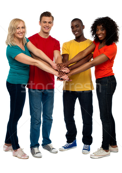 Bonding confie grupo jovem multicultural Foto stock © stockyimages
