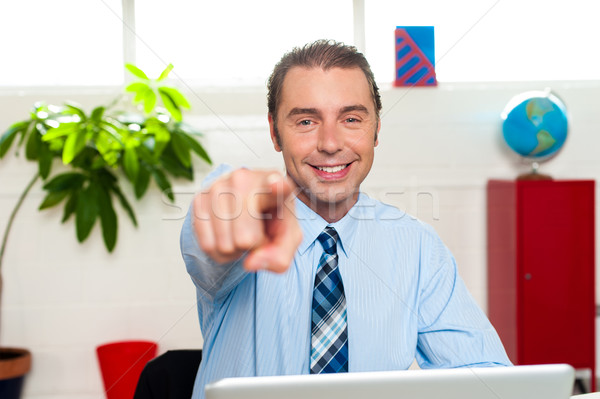бизнесмен работу столе указывая да Сток-фото © stockyimages