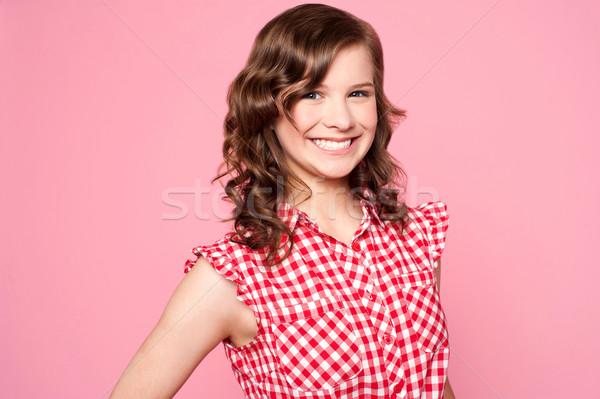 Foto stock: De · moda · sonriendo · caucásico · adolescente · posando · brillante