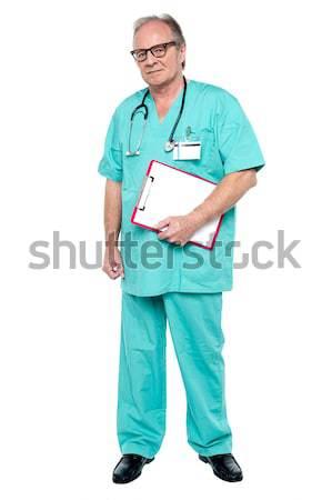 Portré szörnyű orvos tart vágólap áll Stock fotó © stockyimages