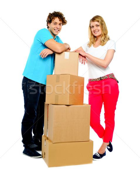 Adolescente Coppia posa accanto cartone scatole Foto d'archivio © stockyimages