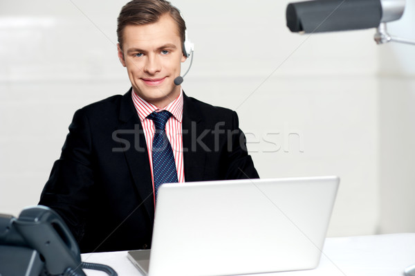 Call center executive posa sorridere lavoro laptop Foto d'archivio © stockyimages