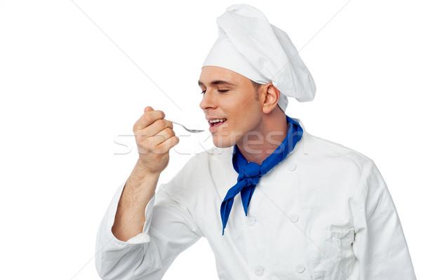 Maschio chef degustazione alimentare giovani piatto Foto d'archivio © stockyimages