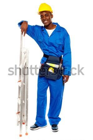 Foto stock: Jovem · africano · masculino · trabalhador · indicação · cópia · espaço