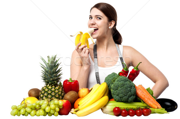 Saine fille manger banane jeune fille Photo stock © stockyimages