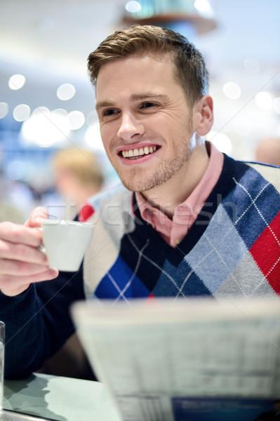 Mosolyog férfi olvas újság étterem jóképű Stock fotó © stockyimages