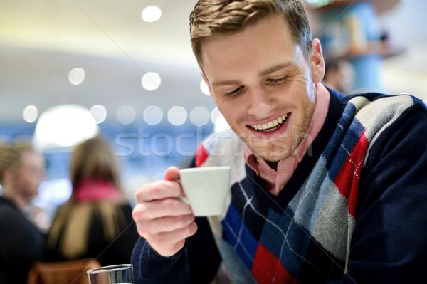 Lezser férfi kávézó kávé fiatalember iszik Stock fotó © stockyimages