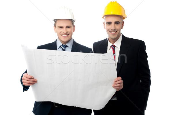 Burgerlijk ingenieurs bouw plan glimlachend hoeden Stockfoto © stockyimages