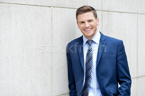 Empresario posando aire libre imagen feliz Foto stock © stockyimages
