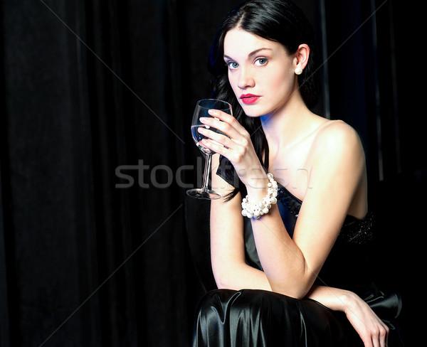 Tempo de festa elegante mulher vidro aperitivo restaurante Foto stock © stockyimages