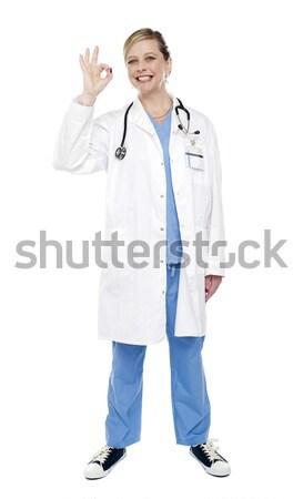 Kobiet medycznych specjalista podpisania Zdjęcia stock © stockyimages