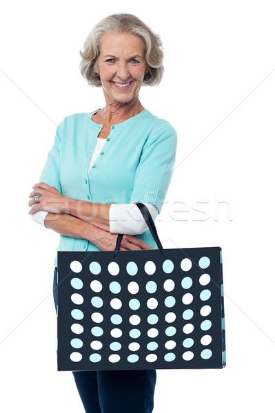 Shopping réel plaisir supérieurs femme posant Photo stock © stockyimages