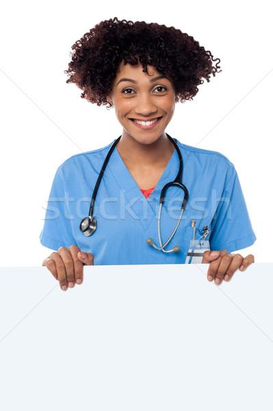 Foto stock: Femenino · médico · pie · detrás · anuncio · bordo