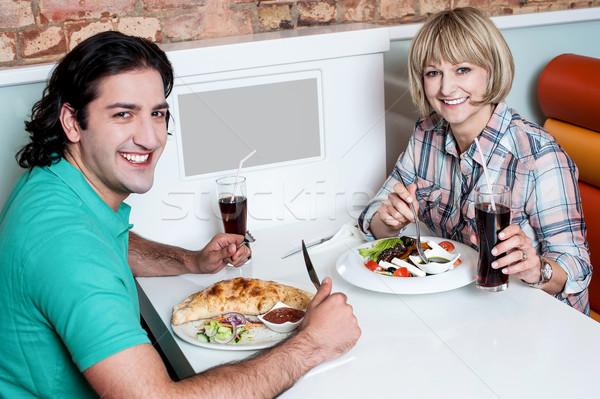 Stockfoto: Jonge · glimlachend · paar · genieten · maaltijden · liefhebbend