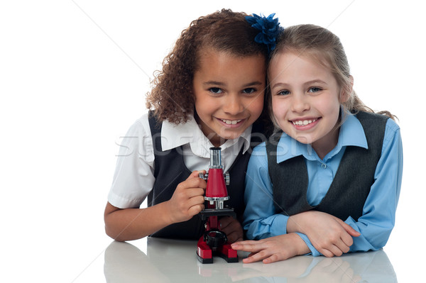 Jonge weinig school meisjes microscoop wetenschap Stockfoto © stockyimages