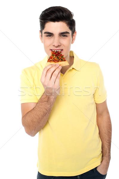 Gelukkig jonge toevallig jongen eten pizza Stockfoto © stockyimages