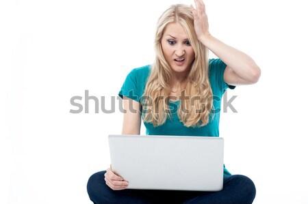 Alkalmazott melléfogás dolgozik nő tart fej Stock fotó © stockyimages