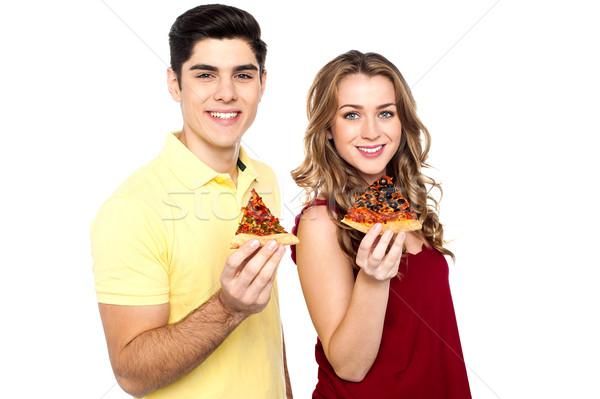 Jonge liefhebbers poseren pizza slice hand jongen Stockfoto © stockyimages