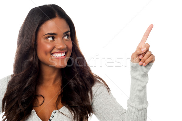 Sonriendo mujer bonita senalando lejos encantador Foto stock © stockyimages