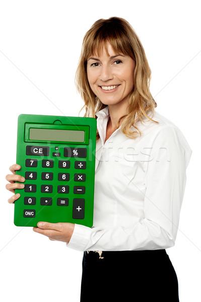 Glimlachend dame tonen groot groene calculator Stockfoto © stockyimages