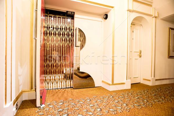 öreg klasszikus lift hotel lobbi elöl Stock fotó © stockyimages
