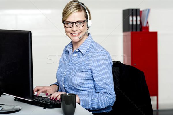 笑みを浮かべて ヘルプ デスク 女性 入力 キーボード ストックフォト © stockyimages
