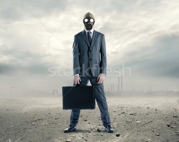 Szennyezés portré üzletember gázmaszk bőrönd öltöny Stock fotó © stokkete