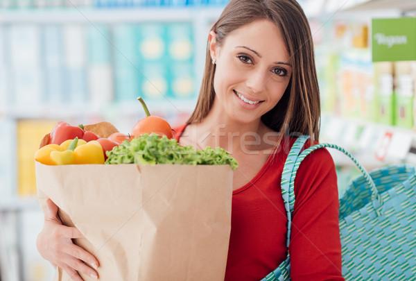 Stock fotó: Nő · vásárol · friss · zöldségek · mosolyog · fiatal · nő · vásárlás