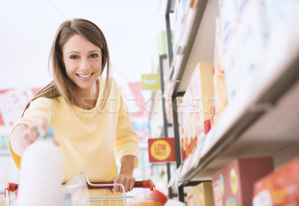 Zdjęcia stock: Kobieta · supermarket · uśmiechnięty · młoda · kobieta · spożywczy · zakupy