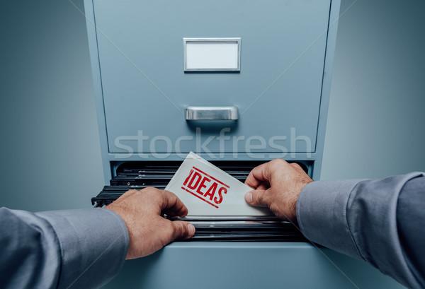 Innovatieve business ideeën kantoor zoeken bestanden Stockfoto © stokkete