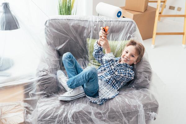 Könnyű lakásfelújítás fiú ül fotel fedett Stock fotó © stokkete