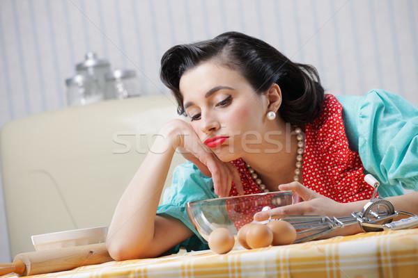 Unatkozik háziasszony portré konyha szomorú klasszikus Stock fotó © stokkete
