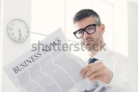 üzletember hirdetés spray levegő visel szennyezés Stock fotó © stokkete