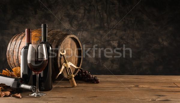 Traditionnel vinification dégustation de vin verre de vin bois baril Photo stock © stokkete