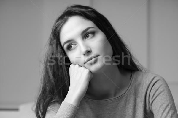 Stock foto: Porträt · nachdenklich · verträumt · Mädchen · posiert